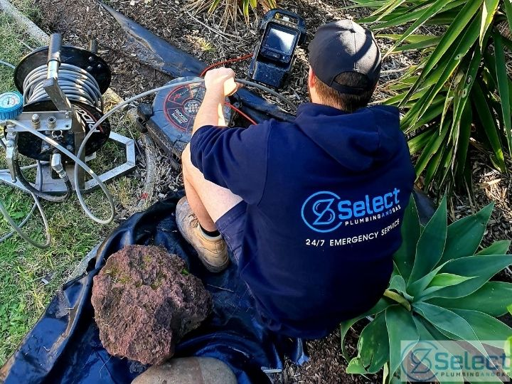 Plumber from Select Plumbing and Gas fixing drains in Essendon